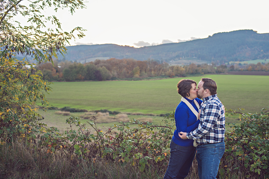 Anniversary Couple :: Forest Grove, Oregon Couple Photographer